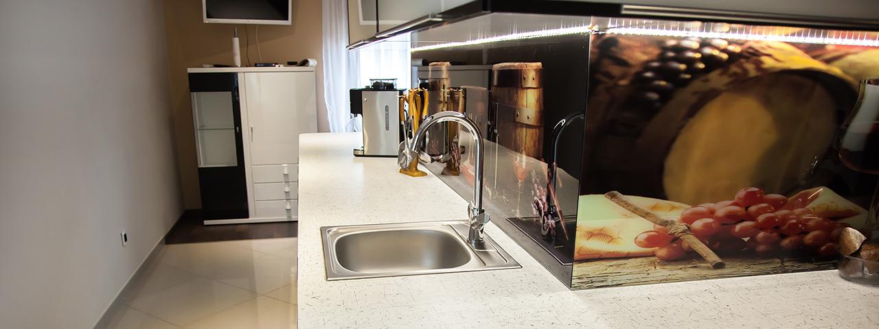 Kuchnia, łazienka i szafa pod zabudowę w domu w Orzeszu