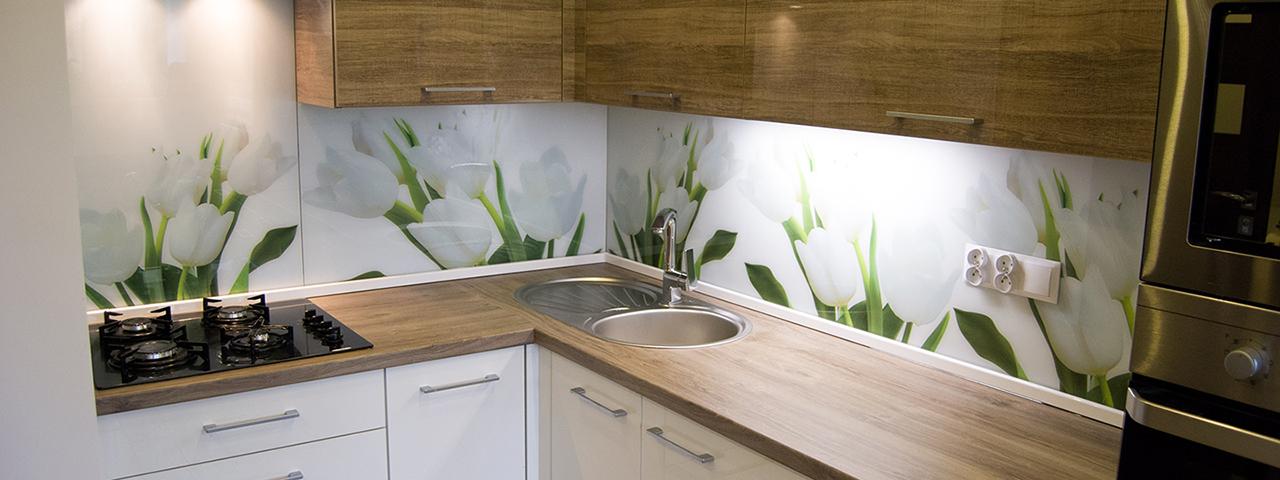 Meble kuchenne na wymiar z grafiką na panelach szklanych w Gliwicach